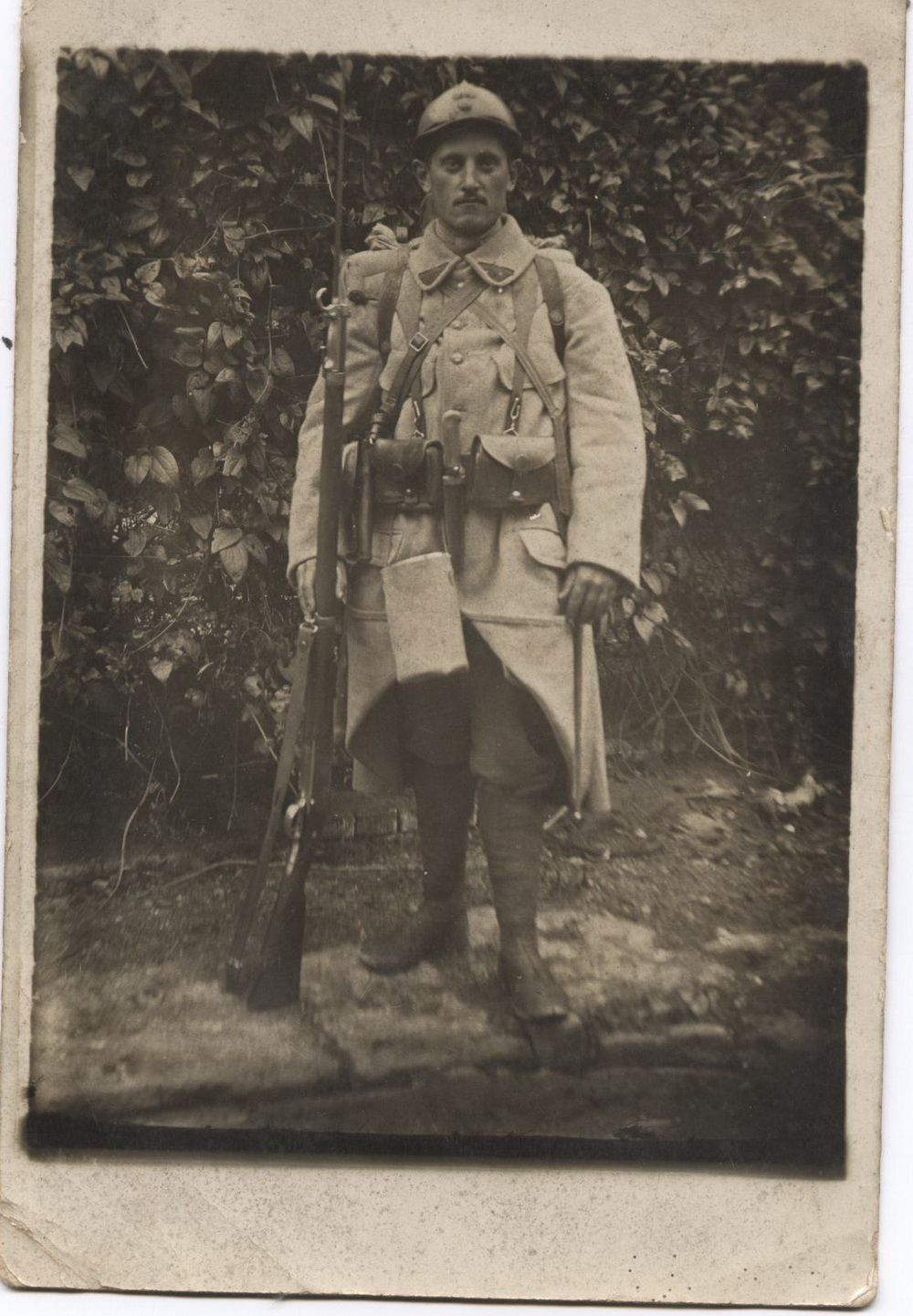 photo d'un poilu de 1917 dans la tenue de combat
